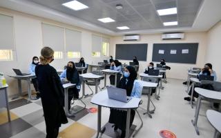 الصورة: بدء العام الدراسي وسط إجراءات احترازية مشددة