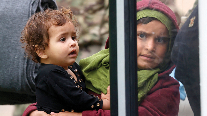 الخوف من المستقبل يبدو على وجه النازحين الجدد بعد وصولهم إلى ألمانيا. رويترز