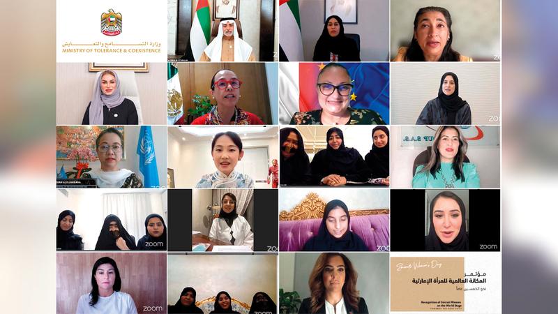 الجلسات سلطت الضوء على تطور أدوار المرأة الإماراتية على مدى 50 عاماً.  من المصدر