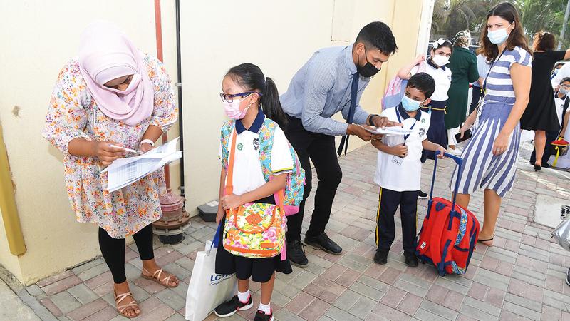 التزام واسع بتطبيق الإجراءات الاحترازية والبروتوكول الصحي لوجود الطلاب في المدارس.   تصوير: إريك أرازاس ونجيب محمد