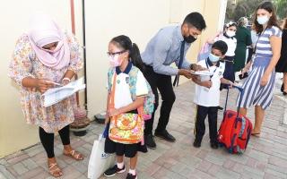 الصورة: مطالب بإجراء فحص «PCR» الدوري للطلبة والمعلمين في المدارس