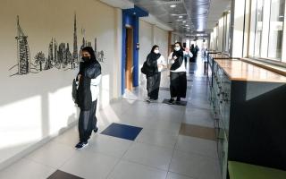 الصورة: إجراءات إدارية ضد المعلمين الرافضين للقاح «كورونا»