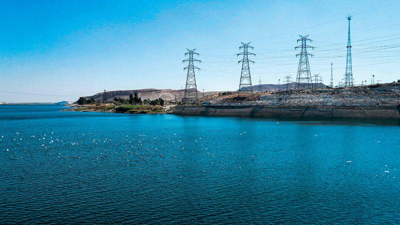 أبراج الكهرباء عالية الجهد تأثرت بشكل ملحوظ.   أ.ف.ب