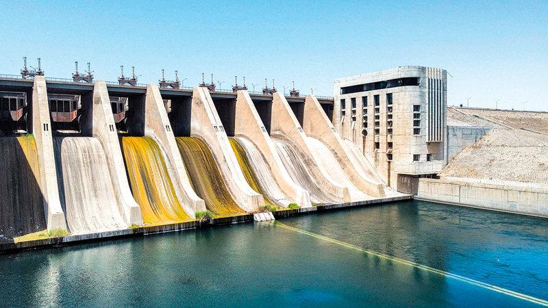 نقص المياه أحدث جفافاً للأرض الزراعية.   أ.ف.ب.
