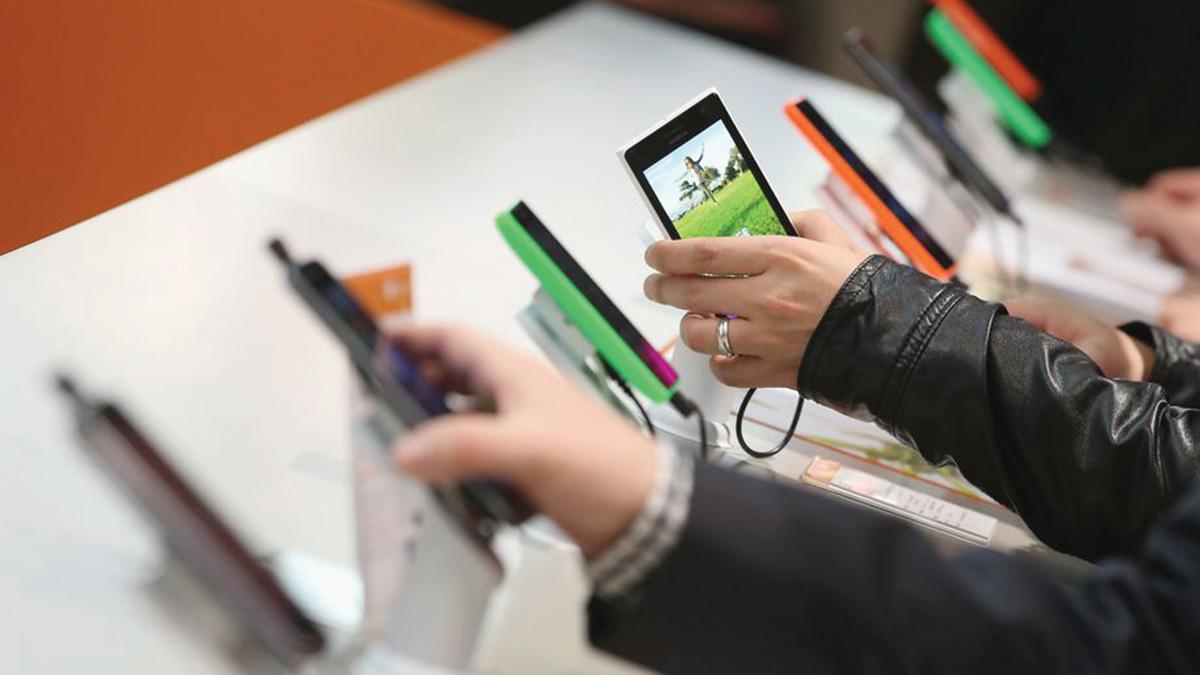 صناعة الهواتف استطاعت التطوّر بشكل سريع وتلبية احتياجات المستهلكين. . أرشيفية