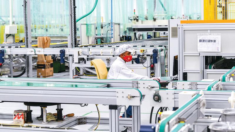 تحفيز القطاع الصناعي وتعزيز تنافسيته أولوية ضمن «مشاريع الخمسين».  تصوير: أشوك فيرما