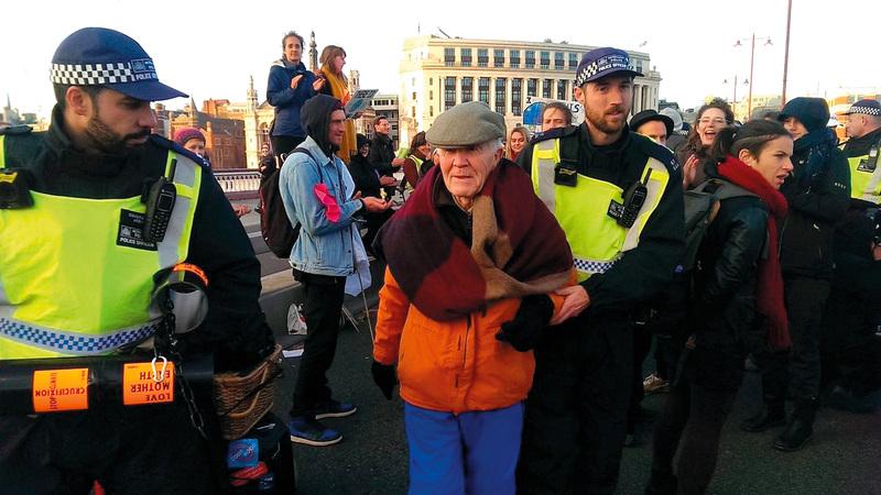 الشرطة البريطانية اعتقلت المئات من المحتجين.  أرشيفية