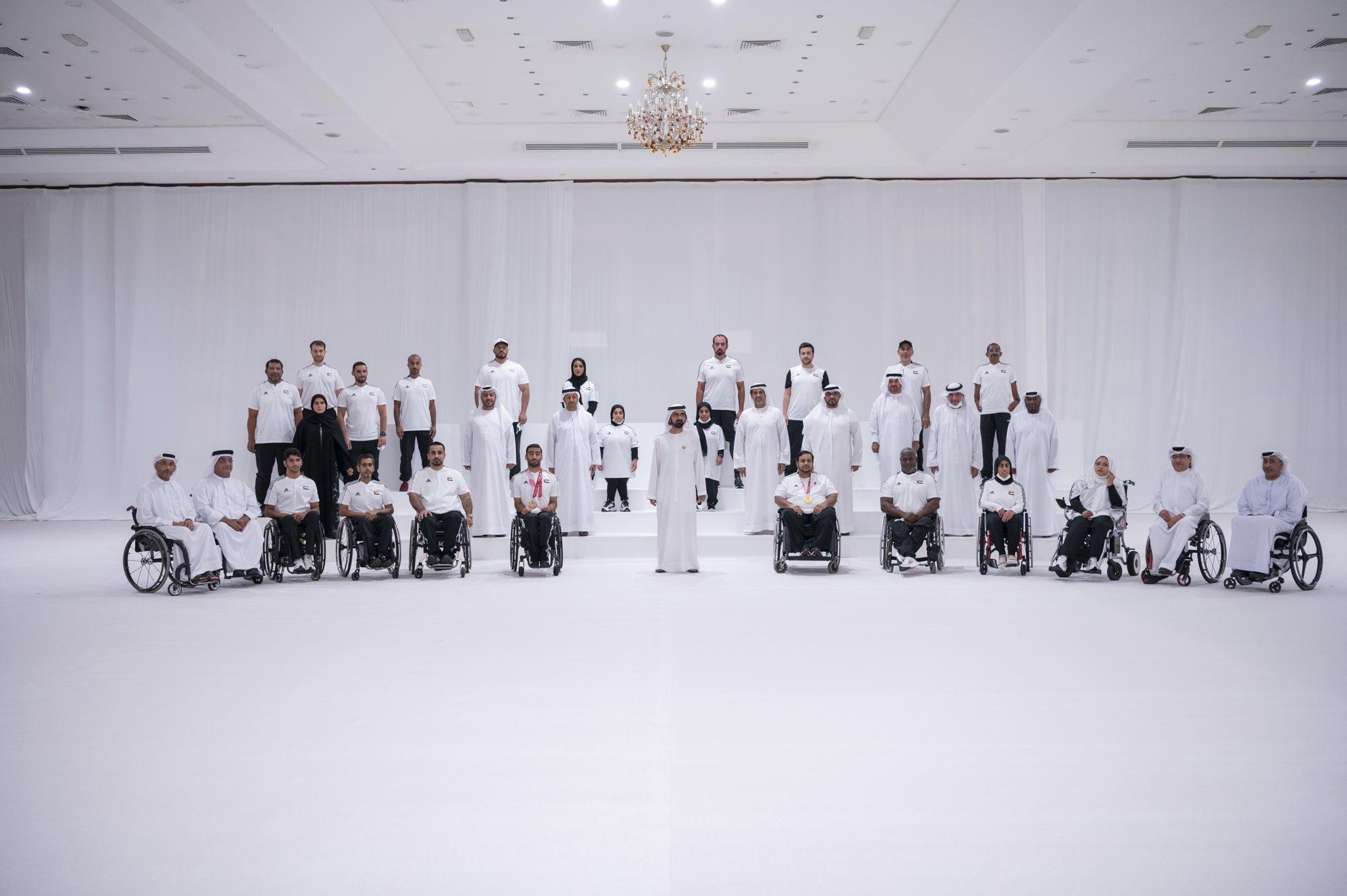 """صورة محمد بن راشد يستقبل أبطال """"البارالمبية"""" ويهنئهم على إنجازاتهم المشرفة في دورة طوكيو"""