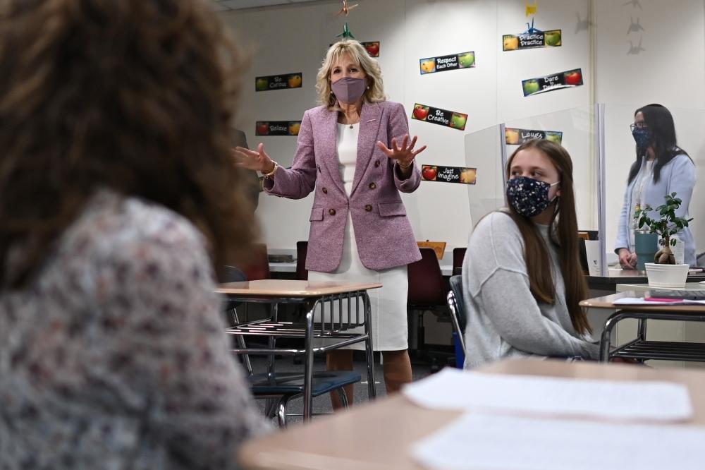 السيدة الأميركية الأولى تتحدث إلى طلبة المدارس في منطقة ووتر فورد. أرشيفية أ ب