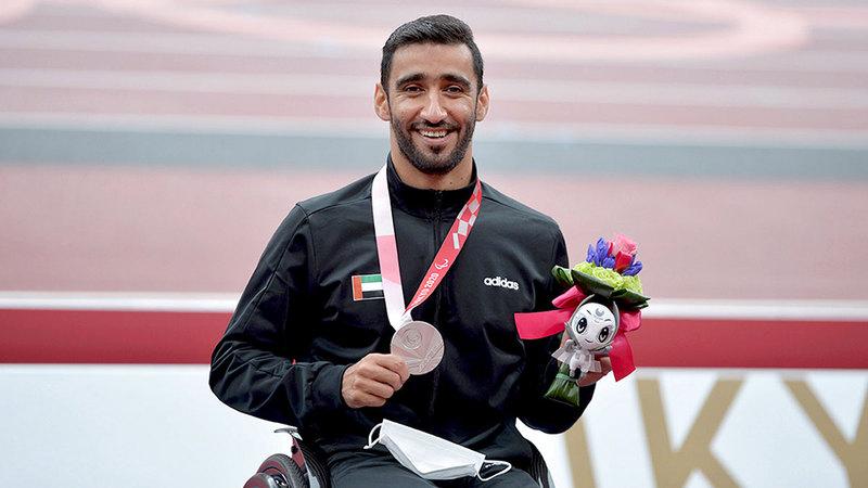 محمد القايد حصد برونزية وفضية سباقَي 100 و800 متر مضمار للكراسي المتحركة.  من المصدر