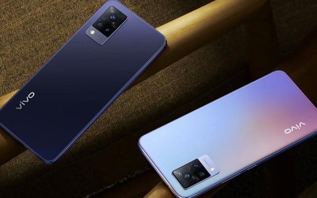 الصورة: «فيفو» تستعرض ميزات هاتفها «V21» بتقنية الجيل الخامس