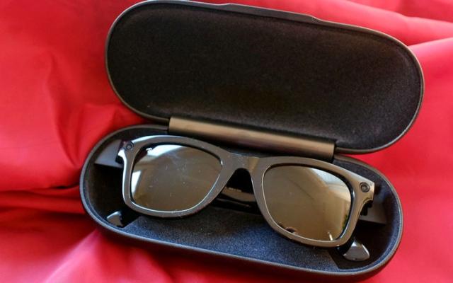 الصورة: «فيس بوك» تطلق النظارة الذكية «ريبان ستوريز»