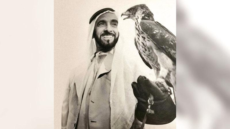 الشيخ زايد ارتقى بالصقارة إلى فنّ تراثي أصيل. من المصدر