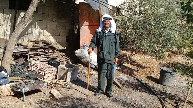 السبعيني هايل بشارات يرفض الرحيل عن أرض أجداده. الإمارات اليوم