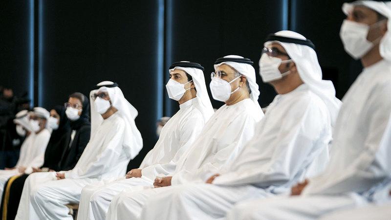 منصور بن زايد خلال الفعالية الثانية ضمن «مشاريع الخمسين» في قصر الوطن.  من المصدر