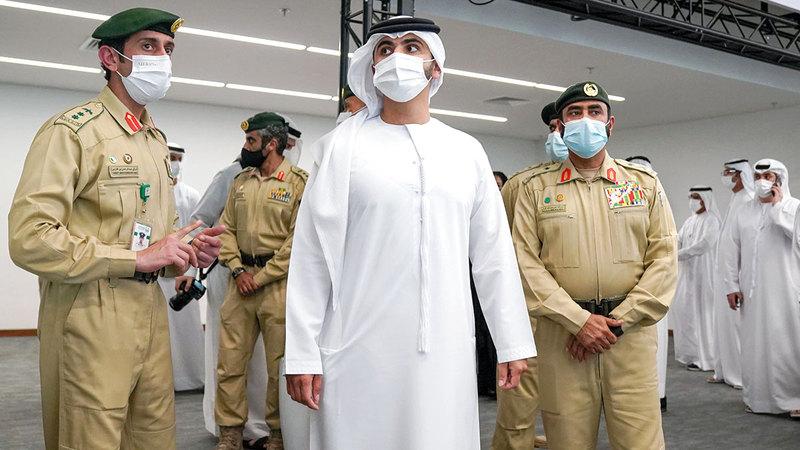 منصور بن محمد خلال تفقده مقر المعرض والاطلاع على إجراءات الأمن والسلامة قبيل الحدث العالمي.   وام