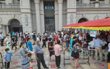 """الصورة: الصين تغلق مدينة لوقف تفشي السلالة """"دلتا"""""""