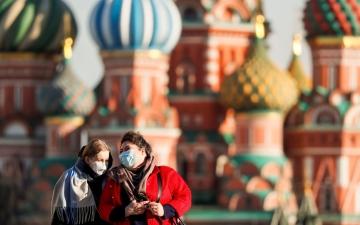 الصورة: سحب على جوائز بين المطعمين بلقاح كورونا في موسكو.. فيديو
