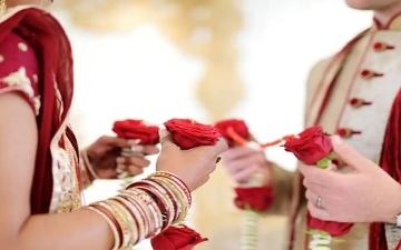 الصورة: ذهب العريس لإحضار الماء فهربت العروس بالنقود والمجوهرات
