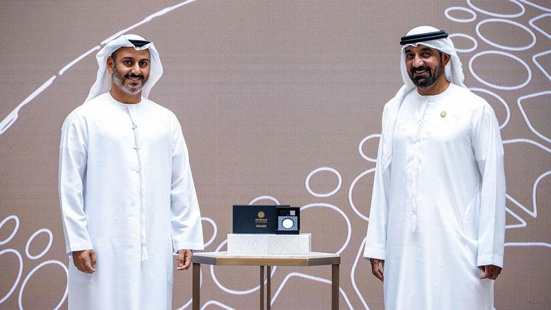 أحمد بن سعيد خلال حفل تكريم المؤسسات المنضمة إلى رحلة «إكسبو 2020 دبي».    من المصدر