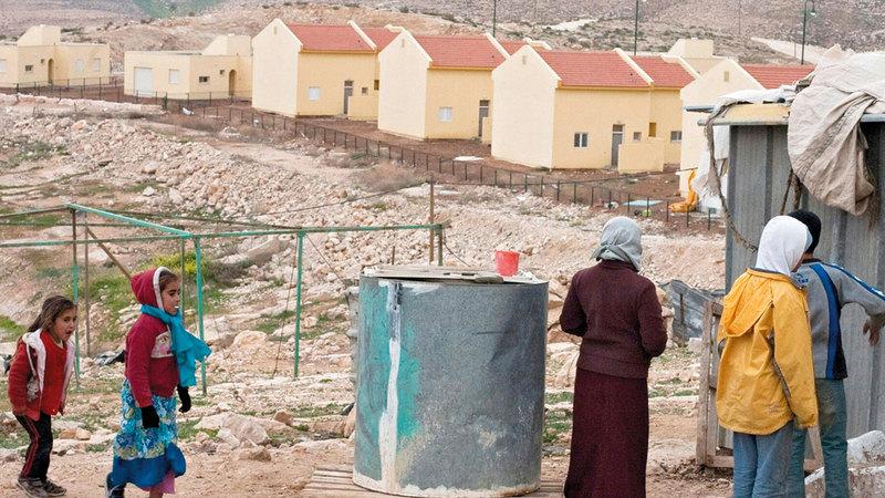 الاحتلال يحرم السكان الخدمات الأساسية والبناء.  من المصدر
