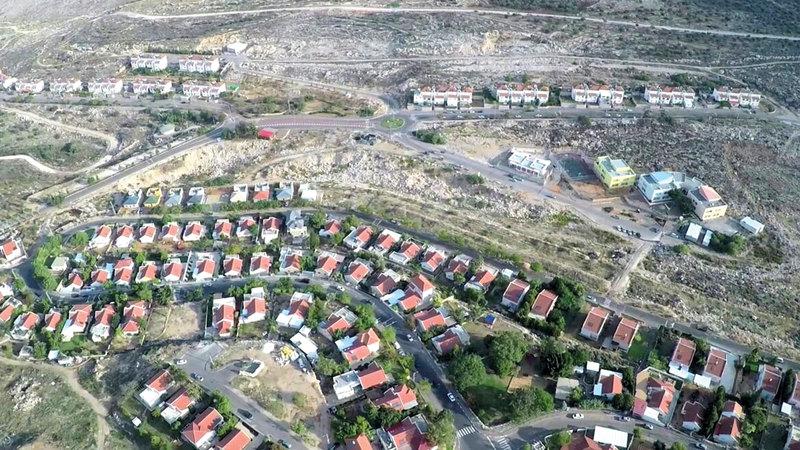 مستوطنة «أفني حيفتس» تتوسّع على حساب أراضي السكان.  من المصدر
