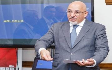 الصورة: وزير التعليم الجديد في بريطانيا من أصل عراقي