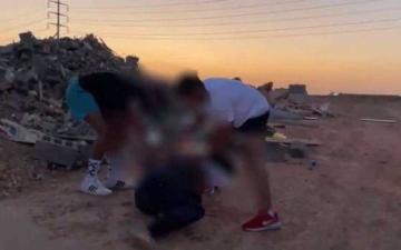 الصورة: الشرطة السعودية تعتقل 4 أشخاص أشعلوا النار في رجل لتصوير مقطع فيديو