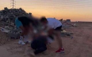 الصورة: القبض على 4 أشعلوا النار برجل لتصوير مقطع فيديو في السعودية