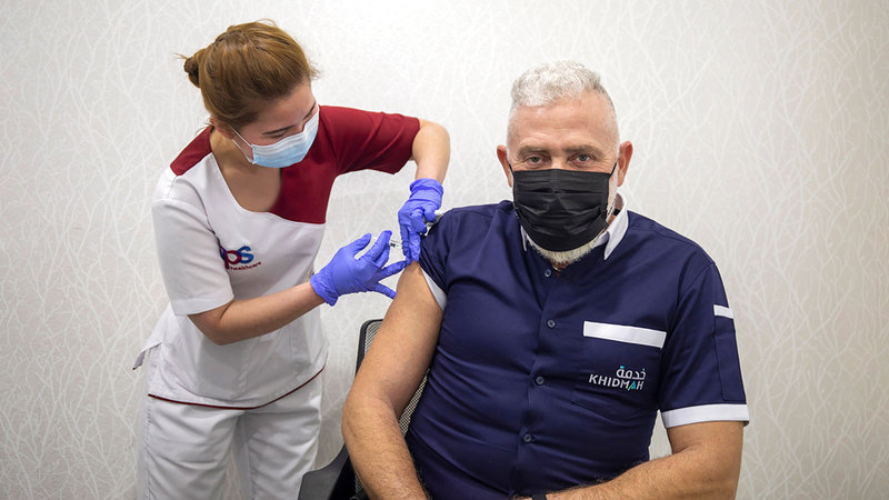 الجرعات الداعمة للقاح أسهمت في انخفاض عدد الإصابات.  من المصدر