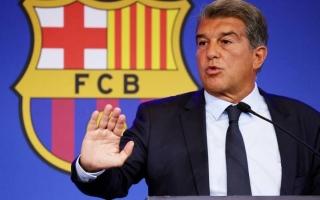 """الصورة: وكيل كومان يتهم رئيس برشلونة لابورتا بـ""""النفاق"""""""