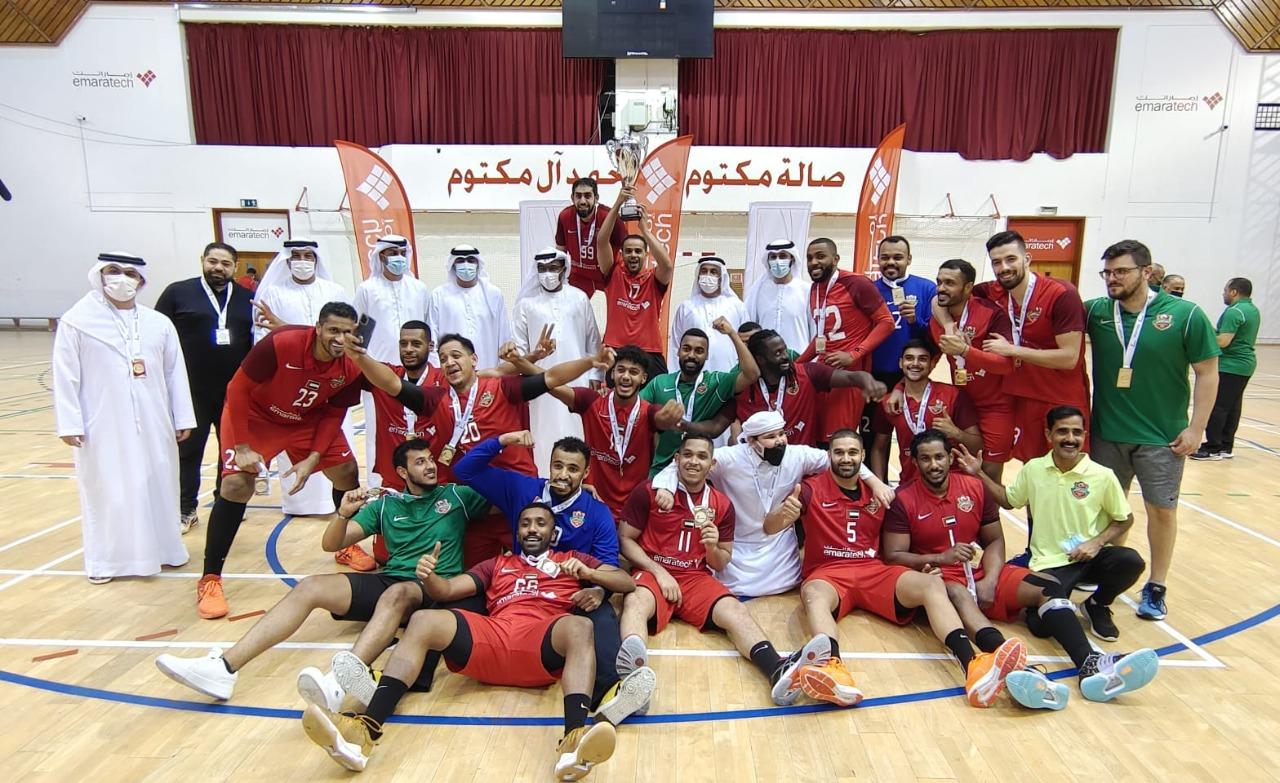 """صورة اتحاد اليد يتوج شباب الأهلي بـ """"كأس الإمارات"""" للموسم الماضي"""