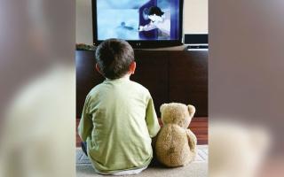 الصورة: الشارقة: 56% يشاهدون التلفاز أقل من 5 ساعات.. و9% يقضون 10 إلى 15 ساعة أمام الشاشة