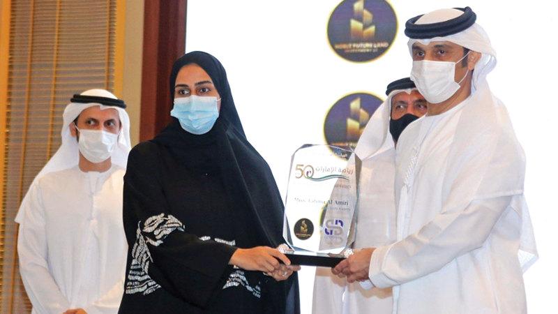 صورة جناحا «الشيخ زايد بن سلطان» و«أم الإمارات» يشاركان في «رياضة الإمارات في 50 عاماً»
