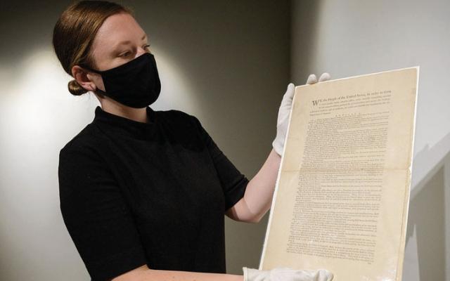 الصورة: «طبعة أولى» من دستور أميركا للبيع.. بـ 20 مليون دولار