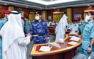 الصورة: توزيع مكرمة حاكم الشارقة لـ 453 من متقاعدي الشرطة