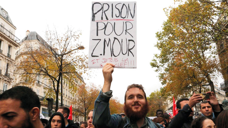 الإعلامي الفرنسي لا يخفي الكره لمواطنيه المسلمين.    ارشيفية