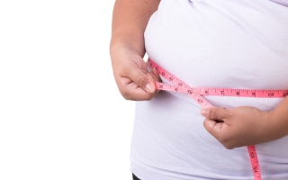 الصورة: لا علاقة لها بالطعام.. أسباب رئيسية لاكتساب الوزن الزائد