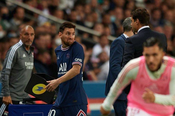 """صورة بوكيتينو يبرر """"جريمة"""" إخراج ميسي من الملعب.. وهذه لحظة """"الغضب"""" (فيديو)"""