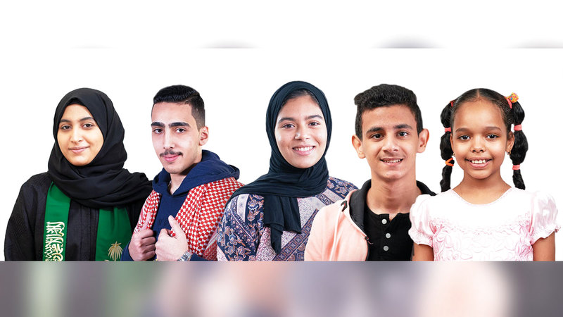 الفائزون الـ 5 الأوائل في جوائز الدورة الخامسة من «تحدي القراءة العربي».  الإمارات اليوم