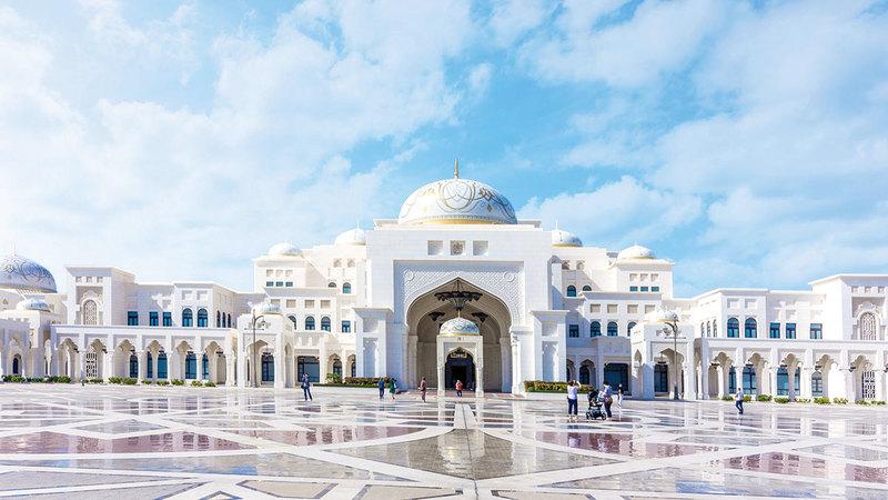القصر يقدّم فرصة فريدة للزوار لاستكشاف الإرث المعرفي والتقاليد العريقة لدولة الإمارات.    من المصدر