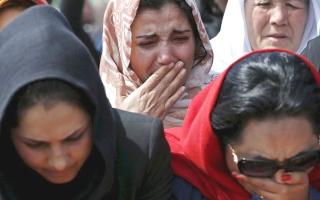 الصورة: النساء في أفغانستان خط الدفاع الأخير ضد انحدار الدولة نحو الهاوية