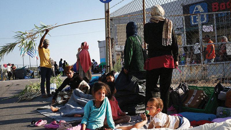مجموعة من اللاجئين في مراكز الاحتجاز بالجزر اليونانية.    غيتي