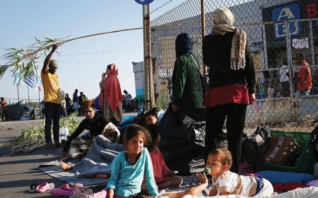 الصورة: السياج الجديد حول مراكز احتجاز طالبي اللجوء يشبه مراكز الاعتقال