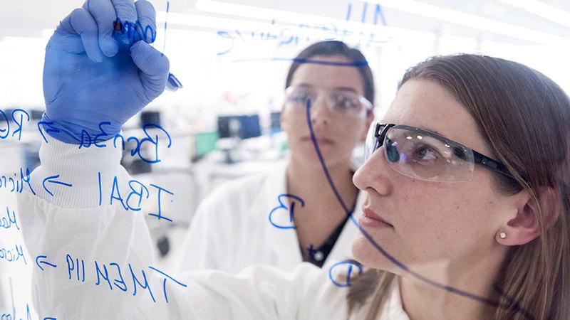 «نوفارتس» تُصنّف بين أعلى الشركات العالمية استثماراً في البحث والتطوير.   من المصدر