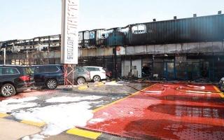 الصورة: تضرر 55 مركبة بحريق في دبي.. ولا خسائر بشرية