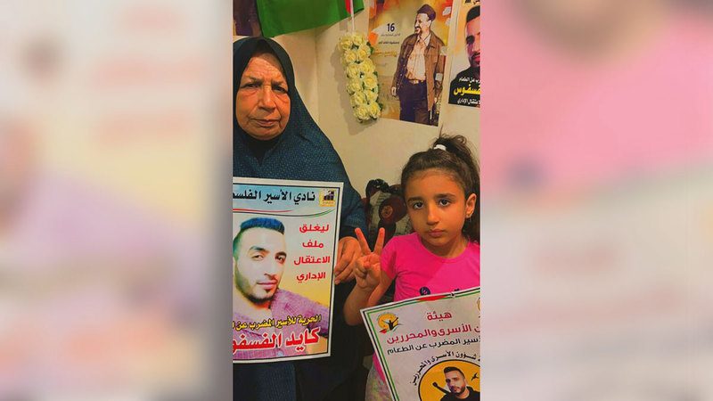 ام أكرم: سؤال حفيدتي جوان عن والدها يزيد أوجاعي.  الإمارات اليوم