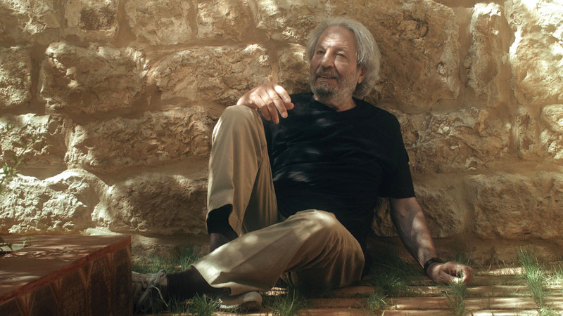 «فتح أبواب السينما» وثائقي يصور 50 عاماً من الإسهام الفني لمحمد ملص.   من المصدر