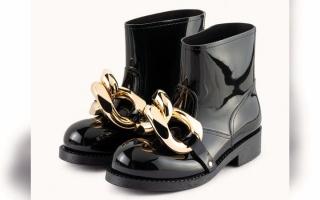 الصورة: #عزيزتي حواء.. الأحذية المزيّنة بالحُلي تضفي   على مظهرك لمسة جاذبية