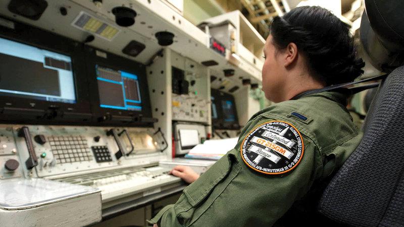 طاقم الأسلحة النووية يتدرب على كيفية إطلاق الصواريخ النووية.  من المصدر